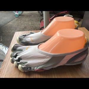 Vibram 5Fingers White/Gray Running Shoes Size 10
